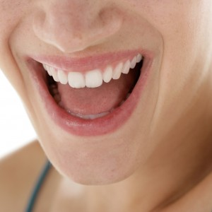 Gute Pflege erhält die Zähne lange schön. (Bild: proDente e.V.)