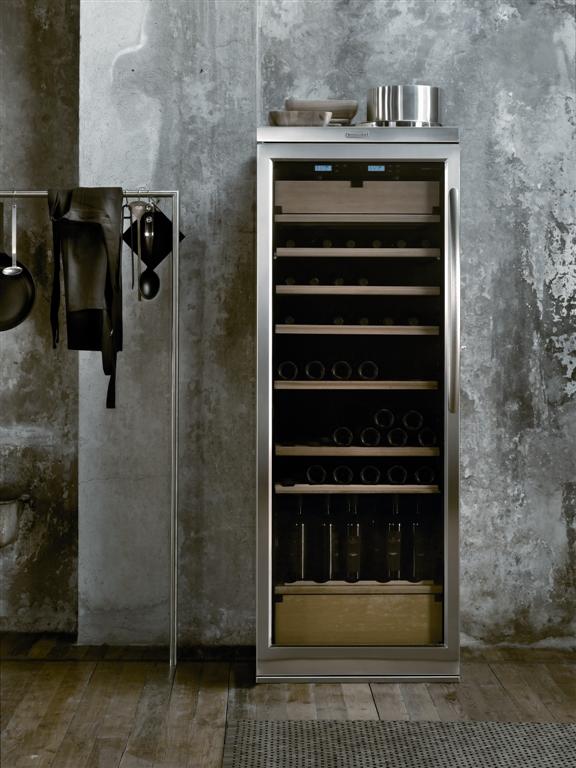 kitchenaid weinklimaschrank bietet drei unterschiedliche temperaturzonen. Black Bedroom Furniture Sets. Home Design Ideas