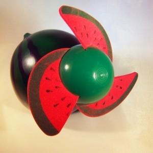 Ventilatoren gibt es auch in lustigen Objektformen - an heißen Tagen tun alle gute Dienste! (Bild: knipseline / pixelio.de)