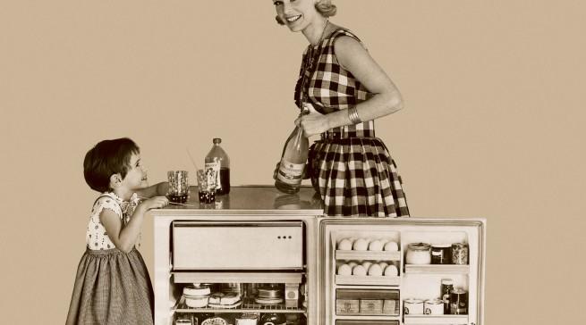 Die ersten Einbaukühlschränke Ende der 1960er Jahre waren immer Unterbaugeräte. Durch diese Lösung bekam die Einbauküche einen Umsatzanschub. (Bild: AMK)