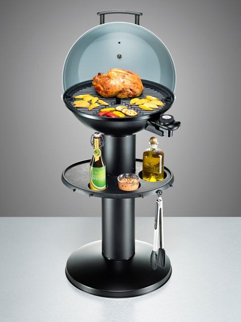 Der Standgrill BBQ 2004/S Gourmet Plus von Rommelsbacher vereint die Vorteile eines Säulengrills mit denen des elektrischen Grillens. (Bild: Rommelsbacher)
