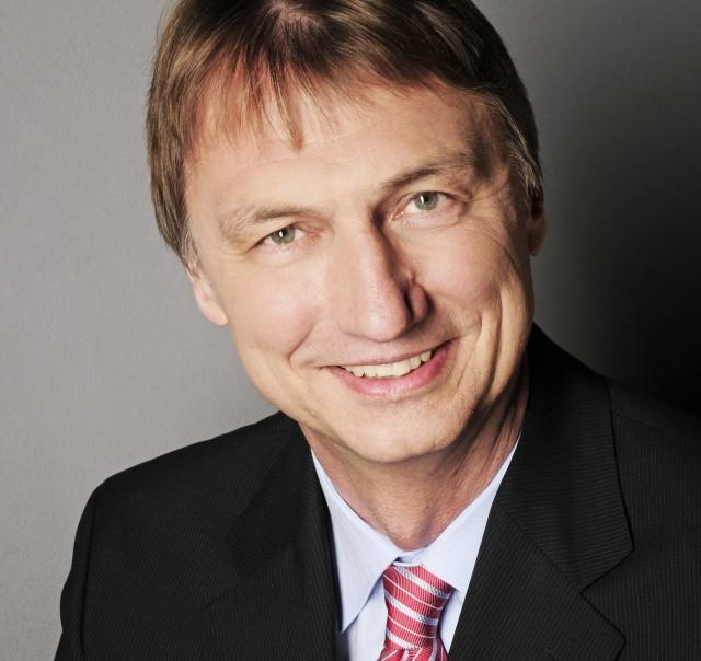 """Henrik Köhler übernimmt """"seine"""" Philips Fernseher bei TP Vision"""