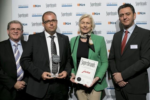 Markus Reitz und Wiebke Reineke-Göring nahmen für Jura die Superbrands-Auszeichnung entgegen.