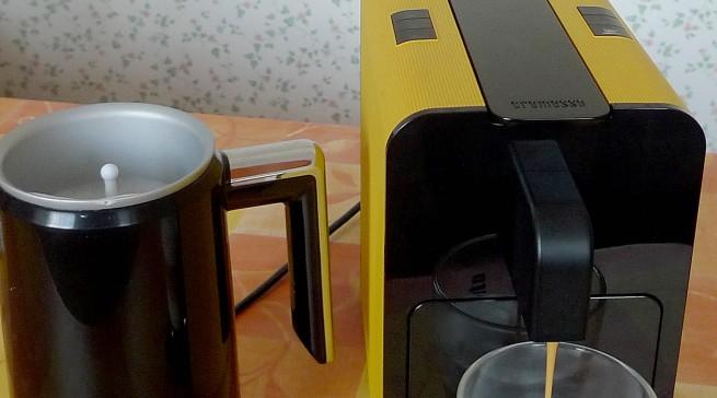 Milchaufschäumer Cremesso D-051 und die Kaffeekapsel Macchiato
