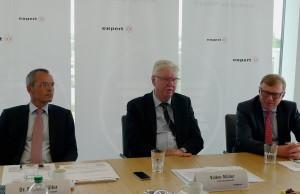 Der Vorstand der expert AG verkündete ein Umsatzplus von 5,5 Prozent. (v.li.) Dr. Stefan Müller, Volker Müller, Vorstandsvorsitzender, und Gerd-Christian Hesse.