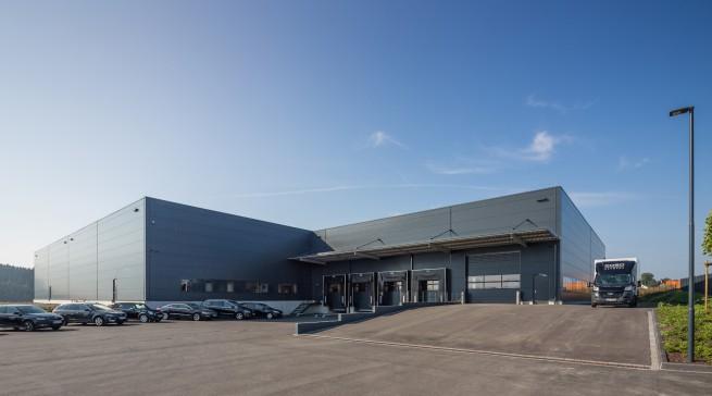 """Im Arnsberger Gewerbegebiet """"Gut Nierhof"""" hat Caso jüngst ein 4.800 Quadratmetern großes Warenlager errichtet."""