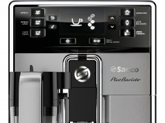 Der Saeco PicoBaristo Kaffeevollautomat HD8927/01 mit Milchkaraffe