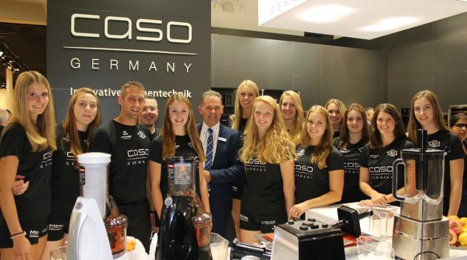 Arbeitskleidung II: Wesentlich beqeumer hatten es da die Volleyballerinnen vom Zweitligisten RC Sorpesee bei ihrem Besuch des Hauptsponsors Caso.