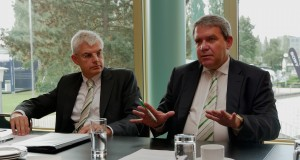 """""""EP geht gespannt und mit Optimismus ins letzte Quartal"""", so der EP-Vorstand mit Karl Trautmann (li.) und Friedrich Sobol."""