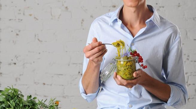 Boris Lauser stellt für Panasonic auf der IFA die neusten Küchen-Trends vor.