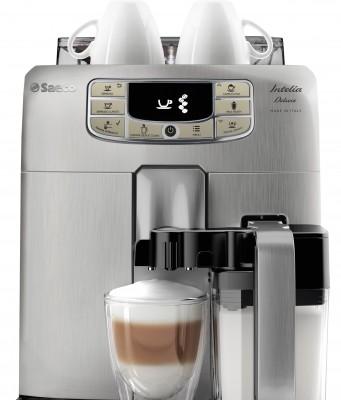 Der Saeco Kaffeevollautomat Intelia Deluxe mit der Milch karaffe