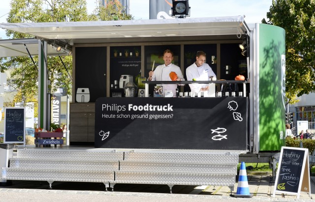 Gesundes Essen plus jede Menge Marketing-Botschaften gibt es im Philips Foodtruck.