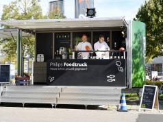 Wie einfach gesunde Ernährung geht, zeigt der Foodtruck von Philips in einer Kochshow quer durch Deutschland. Foto: Philips