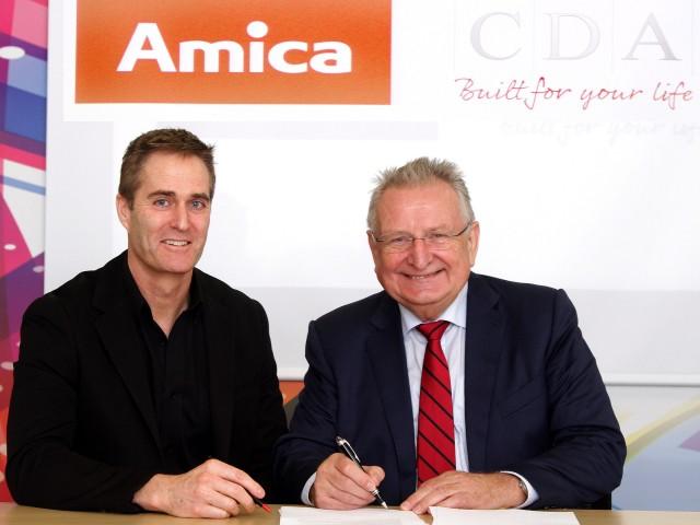 Auf in eine gemeinsame Zukunft: Ian Kershaw, CDA Managing Director (links) mit Jacek Rutkowski CEO von Amica.