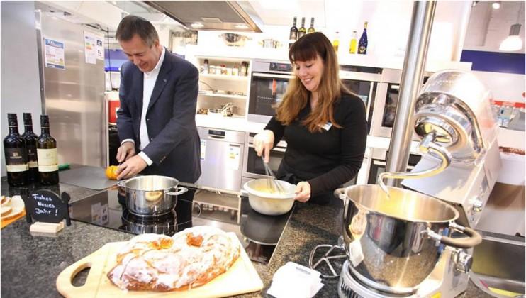 Verführerische Düfte, kulinarische Kreationen: an vier Tagen die Woche backt, brät und berät eine Oecotrophologin in der Showküche.