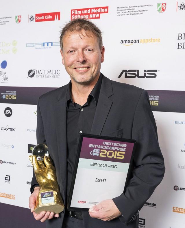 "Michael Peters nahm den Preis ""Händler des Jahres"" für expert entgegen."