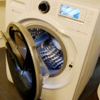 Die Chose mit der Sockenklappe – warum gibt es die Samsung Waschmaschine AddWash erst jetzt?