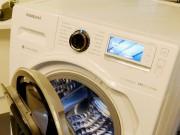 Der Clou bei der Samsung Waschmaschine WW8500 AddWash: Klappe auf, Wäsche nachträglich hinein – und weiter geht's mit dem Waschvorgang.