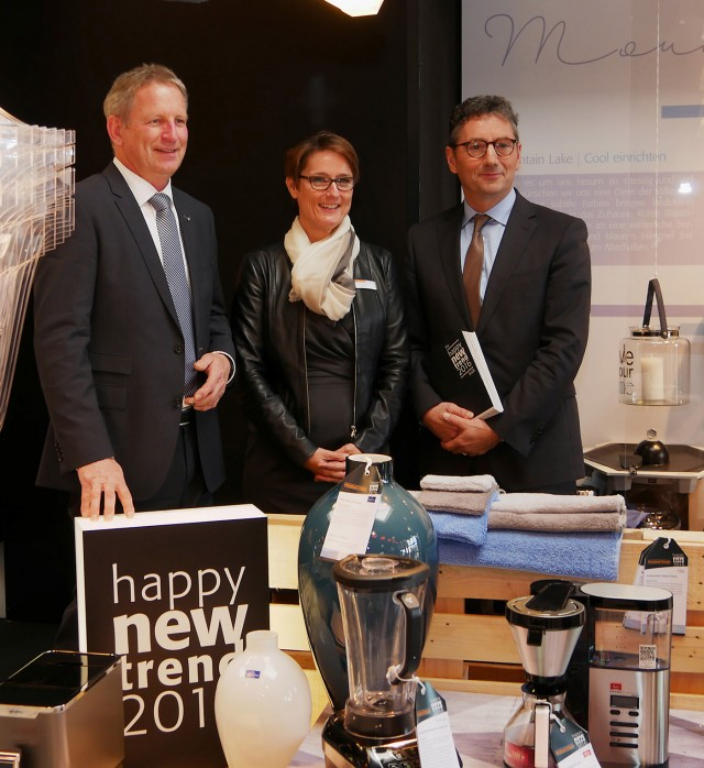 Sind voll happy: Der EK-Vorstand mit Bernd Horenkamp, Susanne Sorg und Franz-Josef Hasebrink (v.li.).