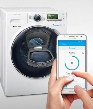 So einfach geht's bei Samsung: Türe auf – Socken rein.