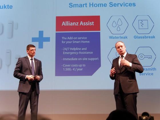 """Dienstleistungen rund um """"Smart Home"""" - beispielsweise ein 24/7 Notfallservice - erläutern Christian Sokcevic (li.) und Dr. Claudius Leibfritz, CEO Allianz Global Assistance."""