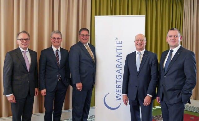 """Das Führungsteam (v.li.) aus Hartmut Waldmann, Konrad Lehmann, Patrick Döring, Thomas Schröder und Thilo Dröge ist davon überzeugt: """"Die Wachstumsperspektiven der Wertgarantie Group sind besser denn je."""""""