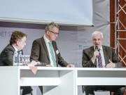 Im Dialog über den Handel der Zukunft unter eCommerce-Vorzeichen (v.l.): Michael Groschek (Verkehrs- und Bauminister NRW), Moderator Helmut Rehmsen und Garrelt Duin (NRW-Wirtschaftsminister)