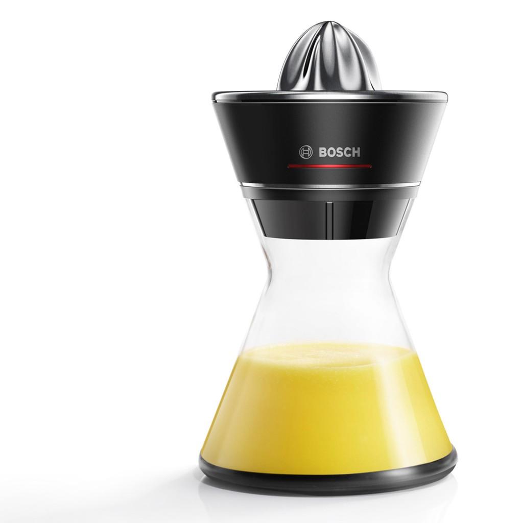 Formschöne Vitaminzufuhr: Zitruspresse VitaStyle Citro MCP72GMB von Bosch.