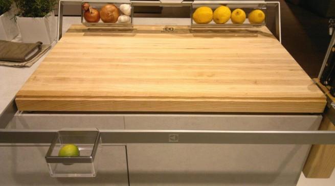 Auch das gab es in Mailand zu sehen – ein praktischer Prototyp mal ohne Elektro-Anschluss: Der Electrolux-Vorstoß in den Holzbereich.