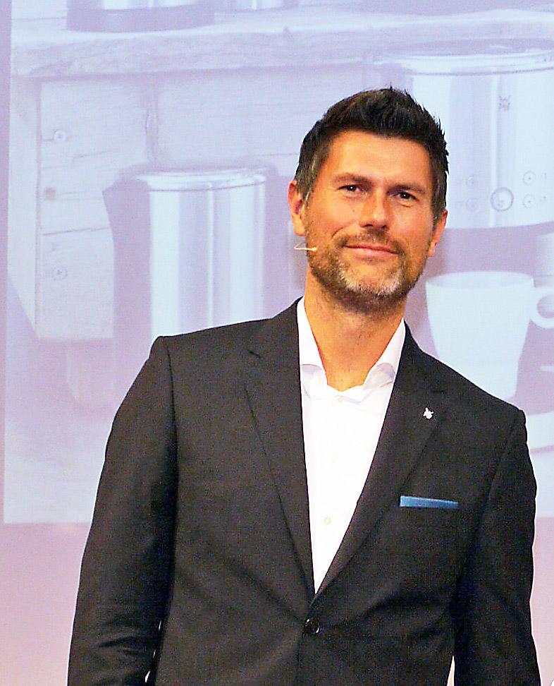 """""""Wir haben sehr positive Erfahrungen mit den Händlern gemacht, mit denen wir in einem engen Dialog stehen und die verstärkt themen- und konzeptorientiert arbeiten"""", Martin Ludwig, Geschäftsführer der Elektrokleingerärtesparte der WMF Group."""