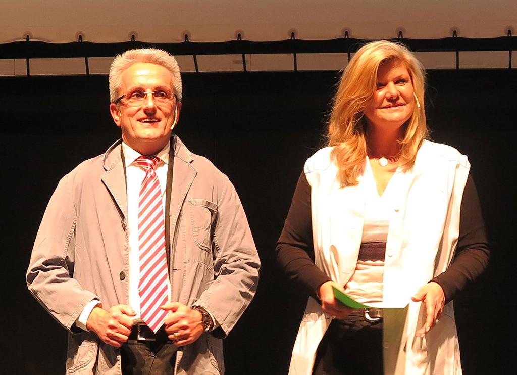 Schwören auf die Tradition, legten beim Vortrag ihren Kittel aber schnell ab: Katharina Demeter-Müller und Klaus-Dieter Müller (EP: Müller, Ruppichteroth).