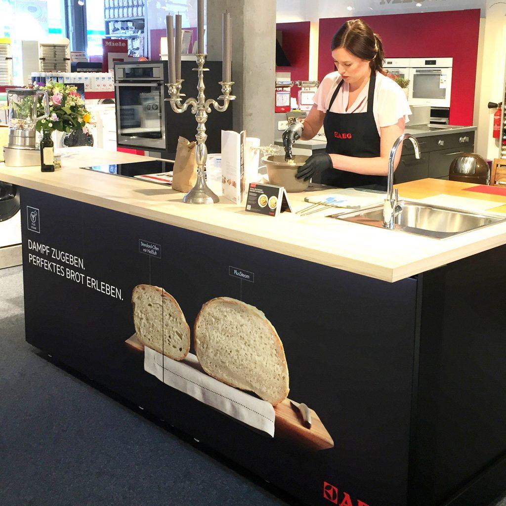Reale Emotionen statt digitaler Fakten: Die AEG Aktiv-Küche bietet einen sinnlichen Erlebniswert.