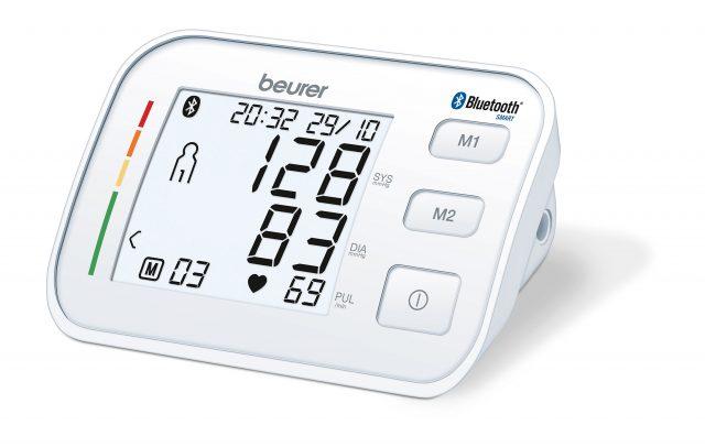 Eines von sechs Produkten des Jahres: Beim Oberarm-Blutdruckmessgerät BM 57 können die Messwerte können an die HealthManager App von Beurer übertragen werden.