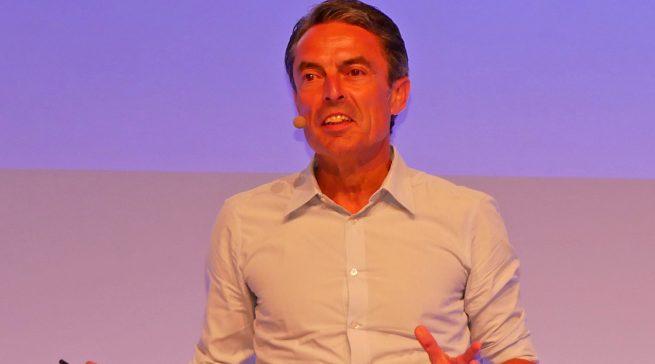 Für Siemens-Geschäftsführer Roland Hagenbucher ist die Küche das neue Wohnzimmer.