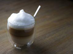 Kaffeetasse mit Milchschaum