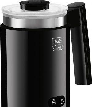 Neben der Hochglanzkunststoffvariante in Schwarz ist der Milchaufschäumer Cremio von Melitta auch in Weiß oder Edelstahl erhältlich.