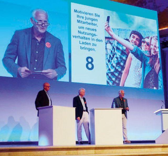 """Erfolgreiches Beispiel für """"Branche hilft Branche"""": GfK-Manager Jürgen Boyny, Werner Bruckner und Lutz Rossmeisl, CE-Markt-Herausgeber."""