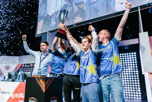 """Euronics Gaming auf der Erfolgsspur: 1. Platz bei der ESL Meisterschaft in der Sommersaison 2016 anlässlich der Messe """"gamescom"""" in Köln."""