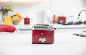 Russell Hobbs Toaster Retro Ribbon Red mit 6 Bräunungsstufen.