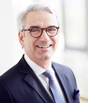 Axel Schramm, Präsident des Verbandes der Deutschen Möbelindustrie, vermeldet einen Rekord-Halbjahresumsatz für Küchenmöbel.