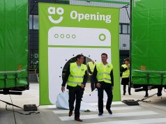 Kevin Monk, Geschäftsführender Direktor von AO Deutschland (l.) und John Roberts, Gründer und CEO, AO World (r.) gaben den Startschuss zur neuen (kontinentalen) Europazentrale.