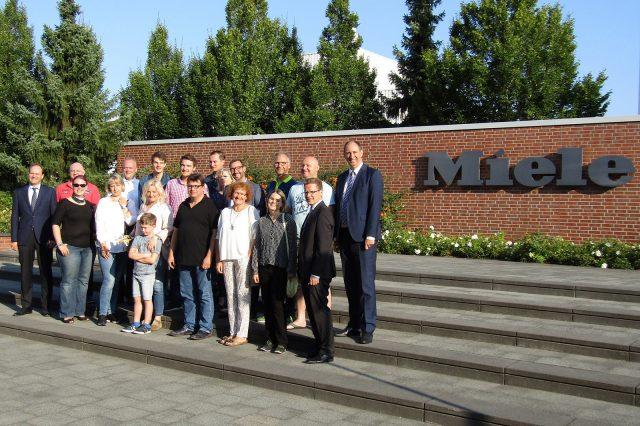 Die EK-Jungunternehmer zu Gast in Gütersloh bei Dr. Markus Miele (ganz links).