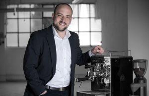 """Den perfekten Espresso? Gibt es nicht. Dachten wir auch, bis uns Lukas Hense, Key Account Manager bei Graef, mit der """"contessa"""" und seinem Barista-Können vom Gegenteil überzeugte."""