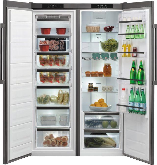 Links Gefrieren, rechts Kühlen: Die Side-by-Side Kühl-/Gefrierkombination KGK 19G4 A2+ IN von Bauknecht besteht aus einem Gefrier- und einem Kühlschrank, die nebeneinander platziert werden.
