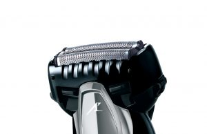 Panasonic Rasierer ES-ST3N mit Bartdichten-Sensor.