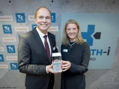 Den Preis der Health-i Initiative nahmen in Berlin Beurer Geschäftsführer Georg Walkenbach und Marketingleiterin Kerstin Glanzer entgegen.