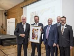 Preisverleihung in Dortmund, unser Foto zeigt v.l.: Dortmunds OB Ullrich Sierau, Preisträger Wolfgang Neuhoff, Heinz Herbert Dustmann, Thomas Schäfer (beide Handelsverband NRW) und Michael Brückner (National Bank). Foto: Jan Weckelmann