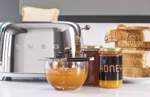 Smeg Toaster TSF01 auch für einseitiges Toasten.