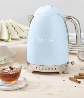 Smeg Wasserkocher KLF01 mit 7 Temperaturstufen.