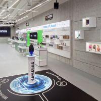 """Im Erdgeschoss zeigt Saturn Connect Highlight-Produkte sowie ein """"Best of"""" von Samsung und Apple."""